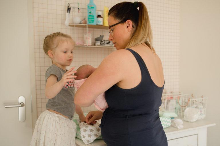 Kraamreportage fresh 48 in Assen drenthe Groningen Friesland foto van gapende baby